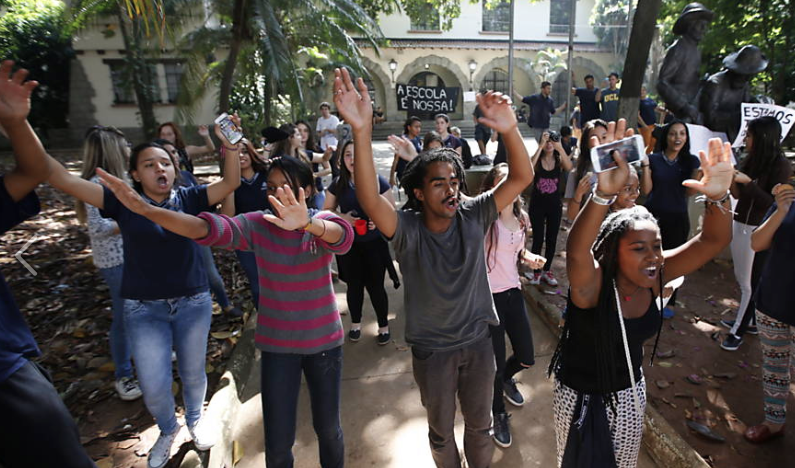 Students in São Paulo occupy a school. #ocupaescola